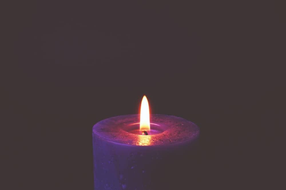 candle burn black
